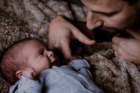 nouveau né et son papa