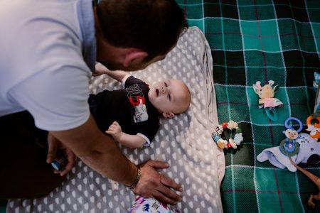 parc de sceaux un papa et son bébé