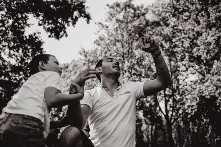 parc de sceaux pere et fils en train de jouer